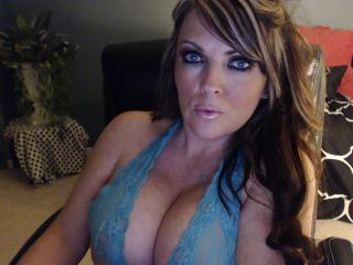 In my show i love to roleplay and i love to squirt so let have a good time cumming together