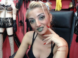 Watch SeductiveDomme cam