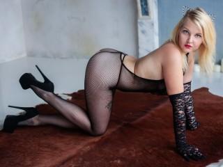 Mia_Blonde