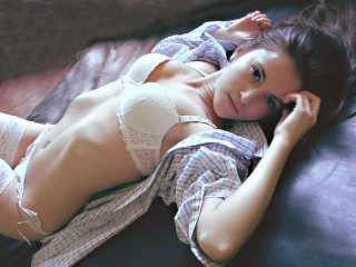 Watch SexxxyLovely cam