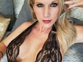 Flirty_Nola live cam