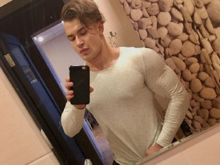 adam-wayne sex chat room