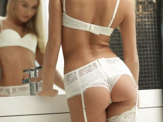 Hot_Blond4Us Livecam