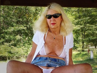 MidwestMILF's Live Cam
