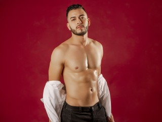 Michael Delray, Pierce Paris – Men Do It Better!