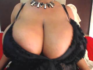 bustylaura4us Livecam