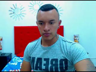 MUSCLE_HORNY's Live Cam
