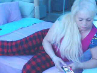BlondNeighbour's Live Cam