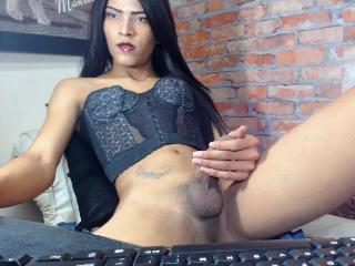 Isabella_Uribe18's Live Cam