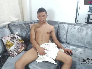 damian_hot22