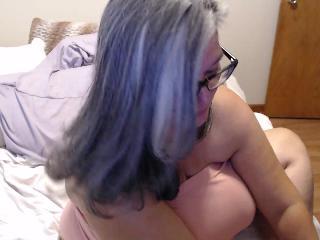 curvy_sexy's cam